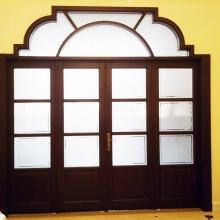 usa intrare galerie lemn