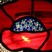 detaliu din vitraliu cu maci Oradea