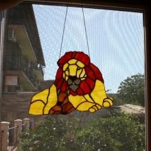 vitraliu agatat la fereastra